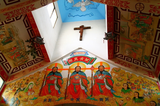 [Looking up at the sanctuary, we see a Chinese depiction of the Holy Trinity: God the Father in the center, God the Son (left), and God the Holy Spirit (right).]