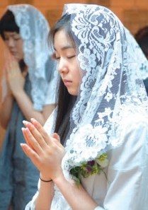 [Korean Figure Skater, Yuna Kim, wears the veil.]