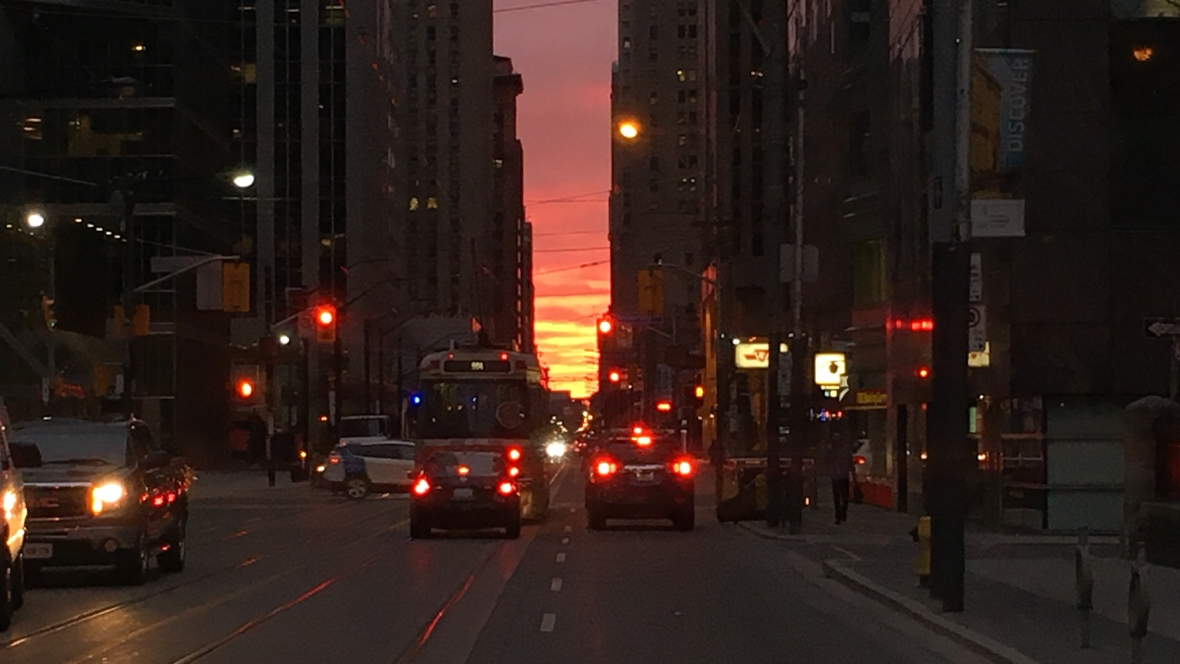 torontohenge-sunrise-april-2016